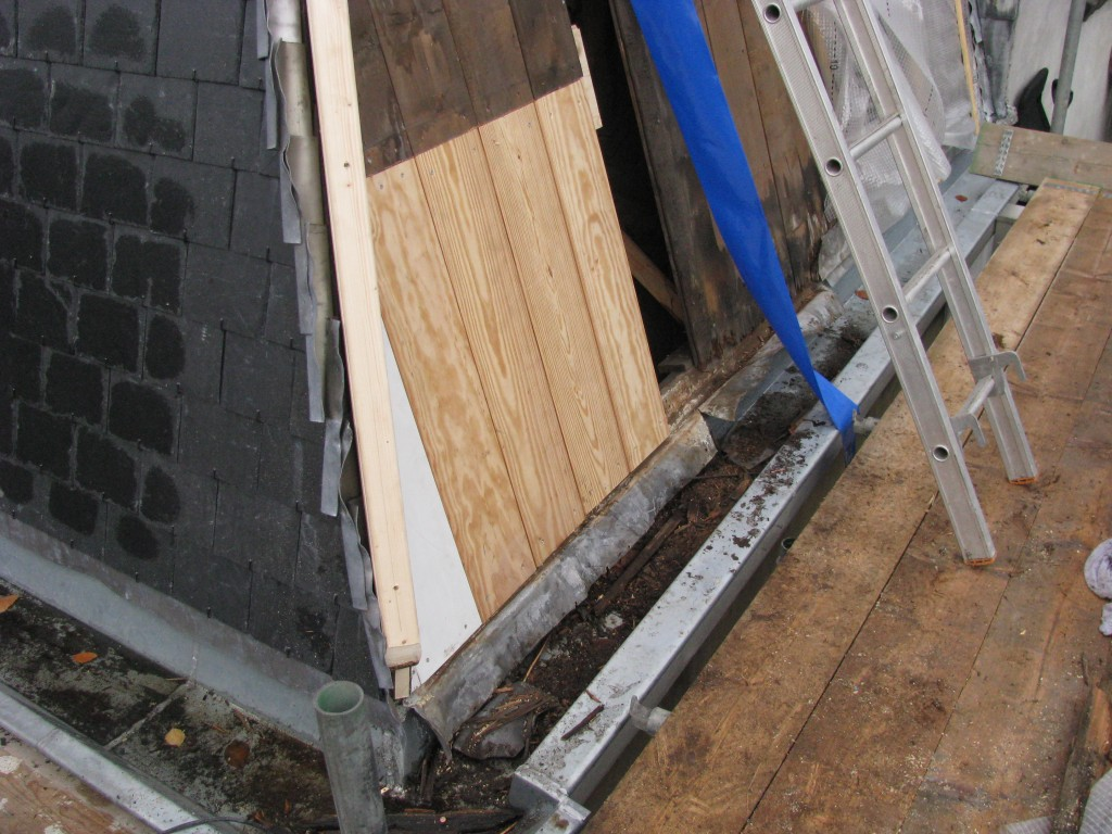 Reparaties leien dakje